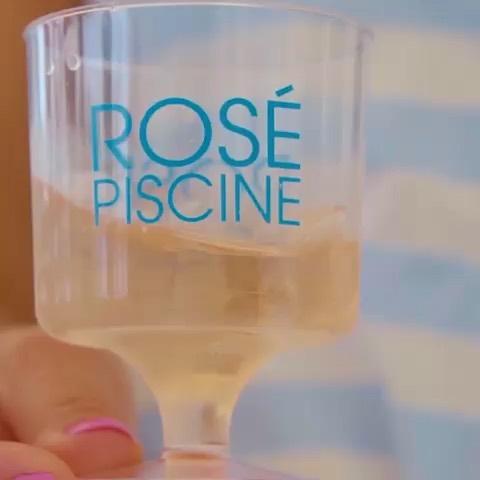 🥳 Rosé Piscine fête ses 5 ans au Brésil 🇧🇷 !  #vinovalie #rosepiscine #rosepiscinebrasil #happybirthday #wine #winelover #absolumentavecdesglaçons