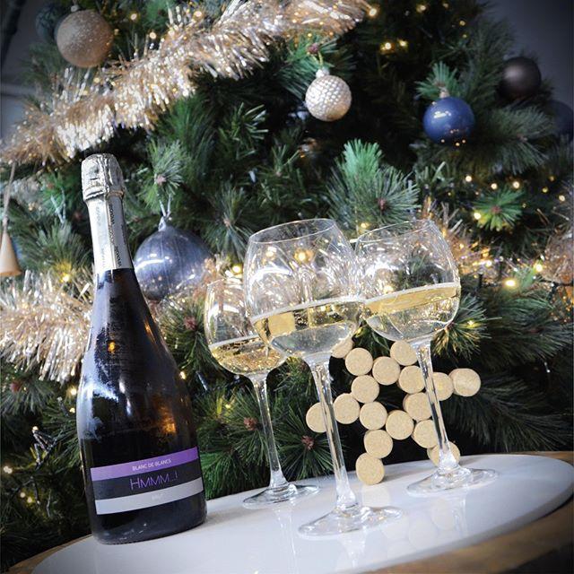 Mon beau sapin🌲, roi des fôrets, que j'aime... tes bulles🥂 !⠀ Bon réveillon !🎅⠀ ⠀ #hmmm #methodeancestrale #aopgaillac #bulles #helicium #vinsdegaillac #mauzac #tarn #winemaker #winelover #vinovalie #vin #wine