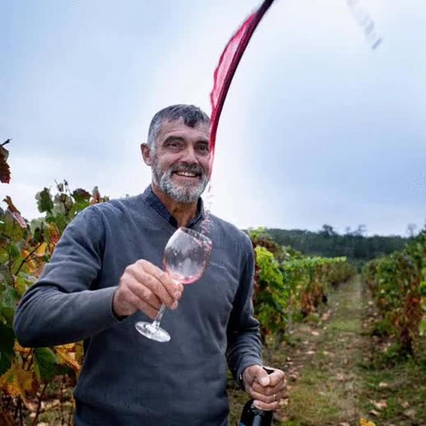 #saintvincent ✨Très bonne fête aux vignerons, techniciens viticoles, œnologues... 🍇qui œuvrent chaque jour à produire un vin de grand qualité 🍷!⠀ Et bon courage à eux pour les travaux d'hiver dans les vignes 🍂⠀ ⠀ 📷crédit: Pierre Soissons. ⠀ ⠀ #vinovalie #vigneron #wine #winemaker #winelover #fronton @vinsdefronton #comtedenegret @les_vinsdusudouest #vinsdusudouest #vinsdegaillac #vinsdecahors @lacooperationagricole #vin #occitanie #vinsoccitanie #instawine #cavecooperative #aopfronton #aopgaillac #aopcahors